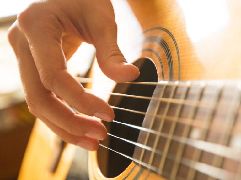 """resting right hand technique """" learn fingerpicking"""